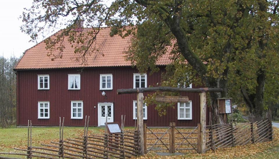 Den gamla prästgården inhyser idag Hembygdsföreningen
