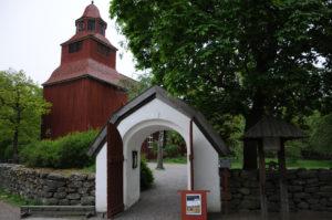 Gamla kyrkan med portal mindre